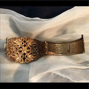 Jewelry - EUC VINTAGE INTRICATELY DESIGNED LARGE GREEN STONE